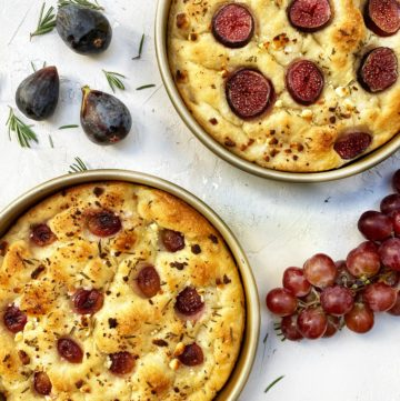 Baked focaccia with red grapes, fig, goat cheese, rosemary and honey