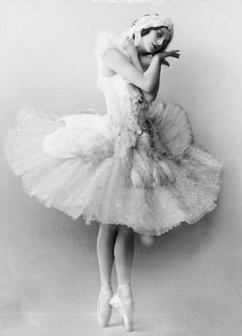 Black and white picture of Anna Pavlova, ballerina